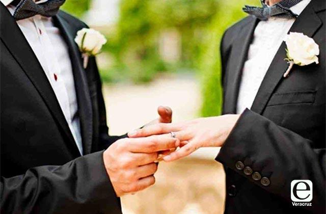 Iglesia apoya derechos civiles de parejas gay: Franco Coppola
