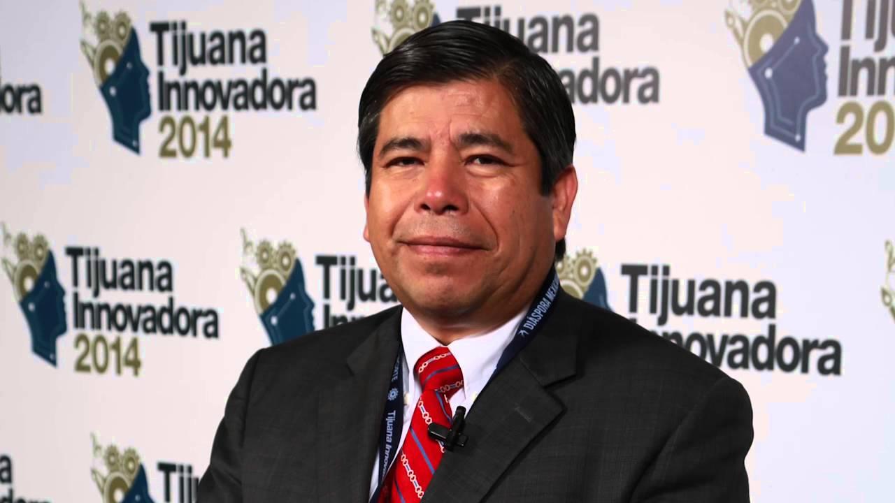En crisis migratoria Tonatiuh Guillén renuncia a INM