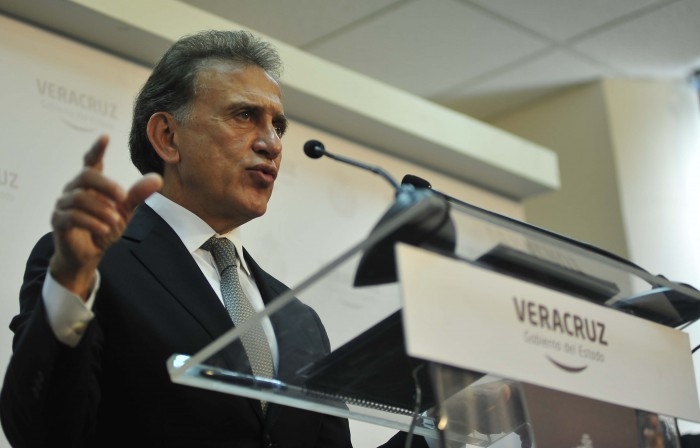 No cederé al chantaje de quienes cierran la presa Yuribia: Yunes Linares