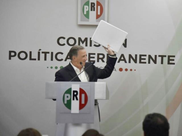 Ochoa Reza recibe solicitud de Meade para ser candidato del PRI