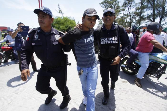 Mecánicos protestan, los detienen y ahora no saben de su paradero