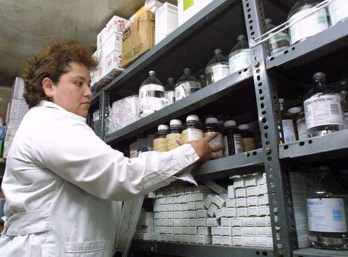 Deben estados y organismos de salud $8 mil millones a farmacéuticas