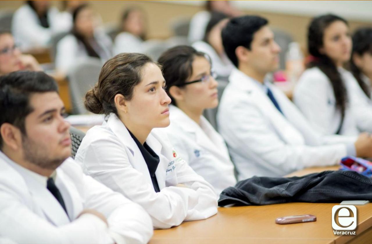 Retira Universidad Cristóbal Colón a residentes de hospitales de Veracruz