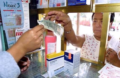 Alzas hasta de 30% en fármacos por la volatilidad del dólar