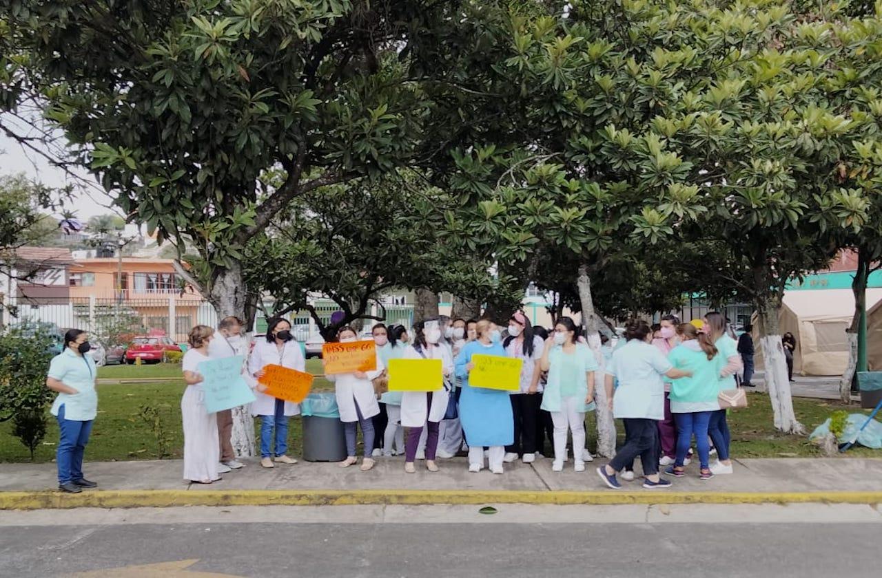 Médicos de la clínica 66 del IMSS piden vacunas contra covid
