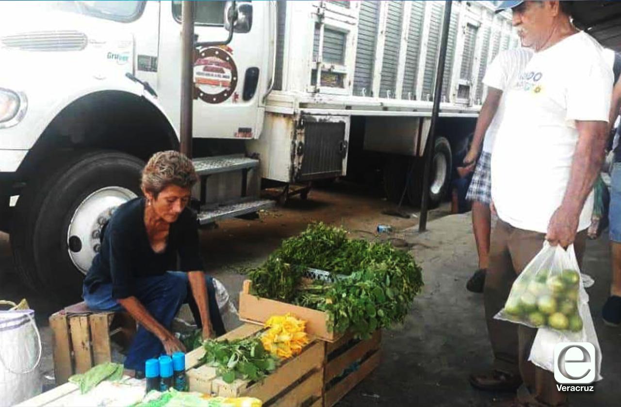 Mercados de Veracruz, dónde la necesidad hace que la actividad no se detenga