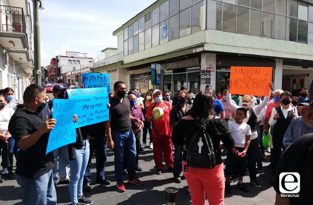 Meseros y baristas claman reanudar actividades en Orizaba