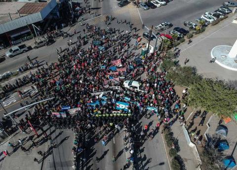 Disparan gas pimienta contra migrantes en Tijuana