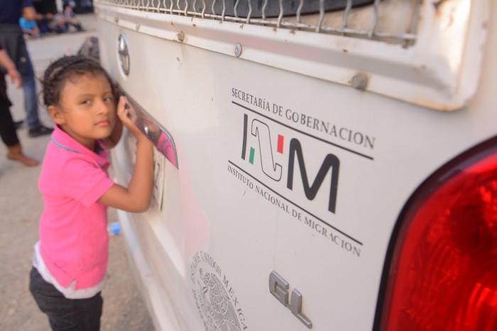 Aseguran autobús con 50 migrantes en Orizaba, Veracruz