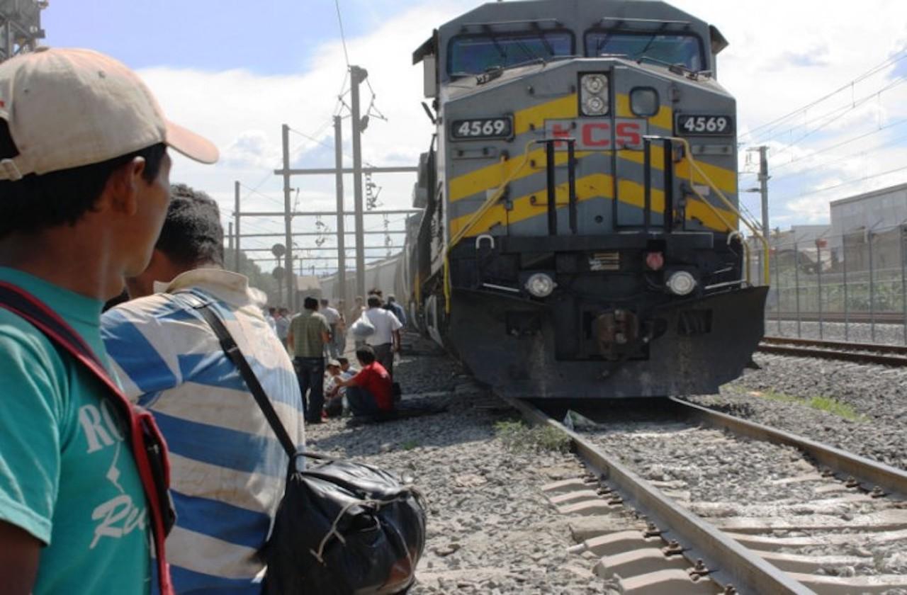 Migrante pierde las piernas tras caer de tren, en Tierra Blanca