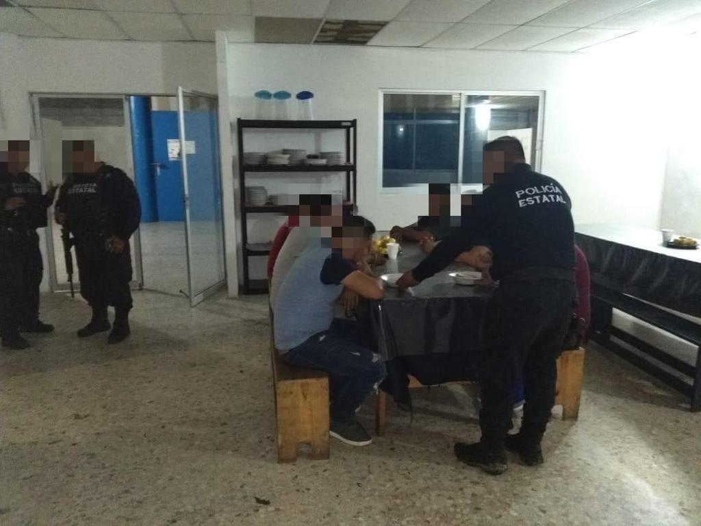 Resguardan a migrantes hondureños y salvadoreños, en Moloacán