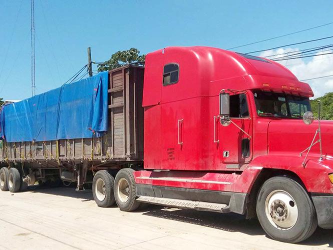 Rescatan a 183 migrantes que iban en un tráiler en Chiapas