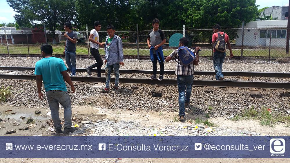 Denuncian abusos del INM contra migrantes al sur de Veracruz