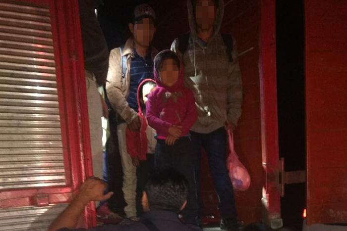 Aseguran tráiler en Coatzacoalcos que trasladaba a 103 migrantes