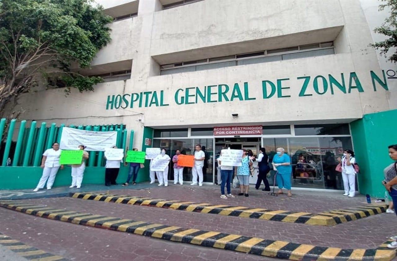 Protestan en IMSS de Veracruz por falta de protección