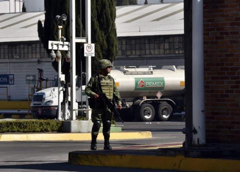 Otros 3 militares involucrados en tomas clandestinas, congelan sus cuentas