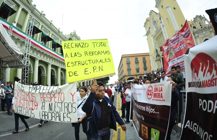 "Disidencia magisterial anuncia ""megamarcha"" en Xalapa"