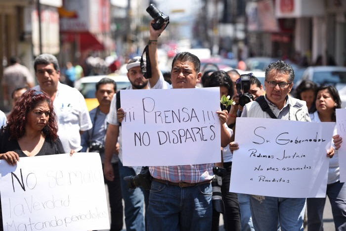 Reporteros marchan en silencio, exigen justicia para Monlui