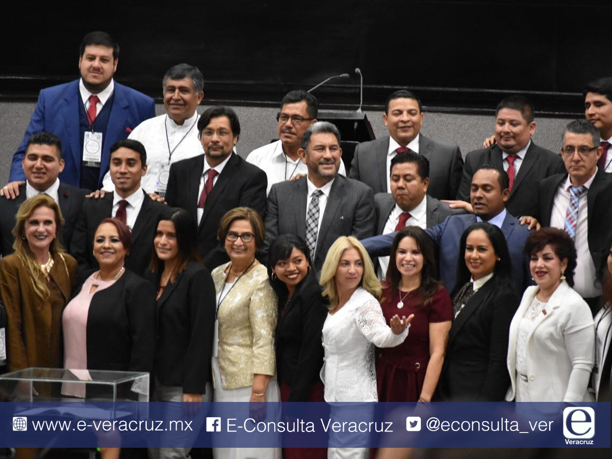 Expriistas se doblegan ante AMLO en toma de protesta como diputados de Veracruz