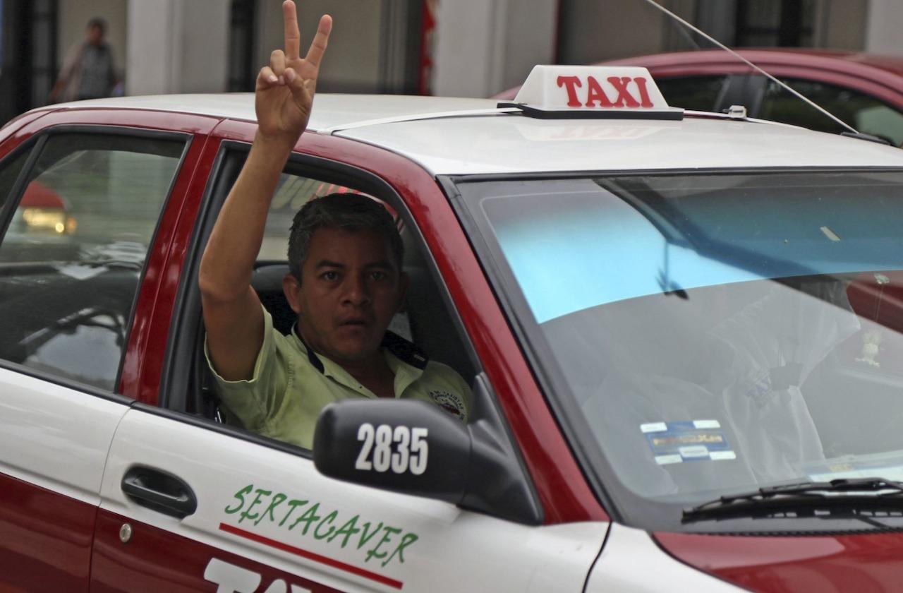 Morena y PRI se pelean por consentir a taxistas en año electoral