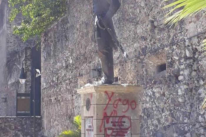 Hacen pintas en estatua de Porfirio Díaz en Orizaba