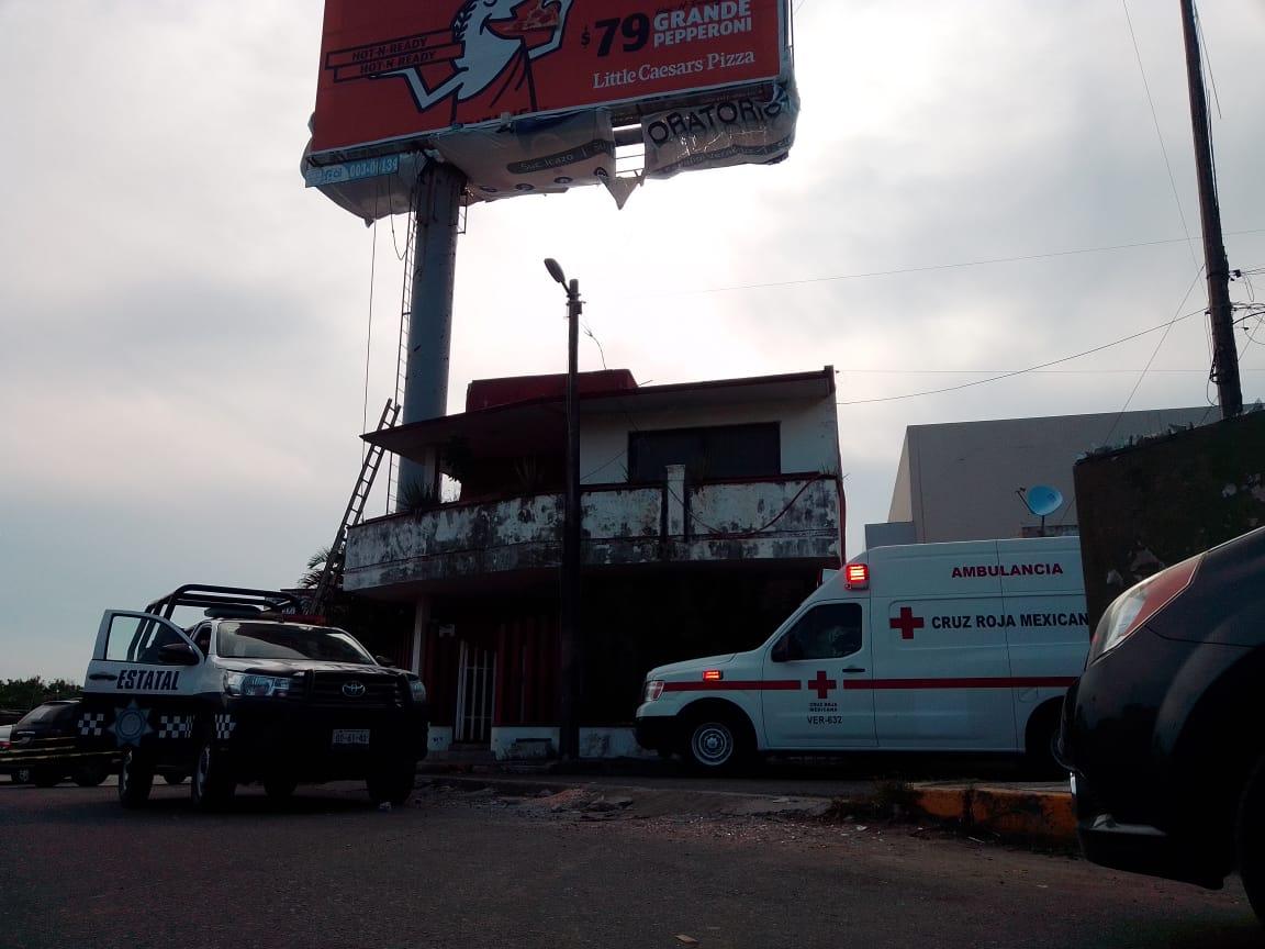 Trabajador muere tras caer de espectacular, en Veracruz