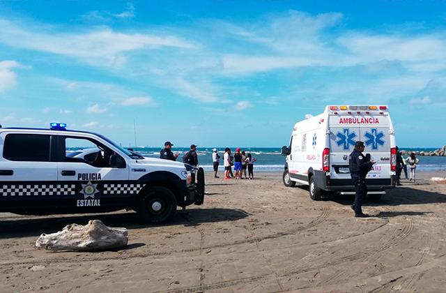 Niño muere en playa de Alvarado; buscan a sus dos hermanos en el mar