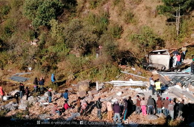 Muere trailero en accidente en Maltrata; intentan rapiñar mercancía