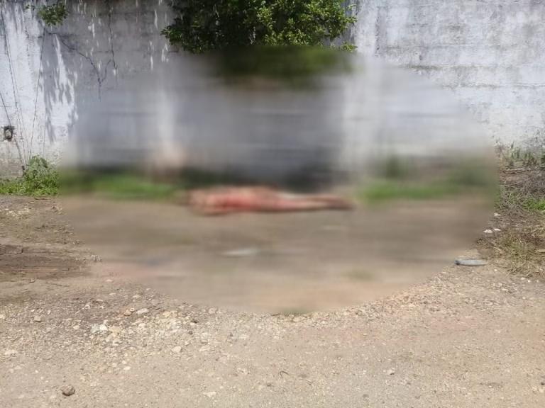 Hallan cadáver semidesnudo en avenida principal de Soconusco