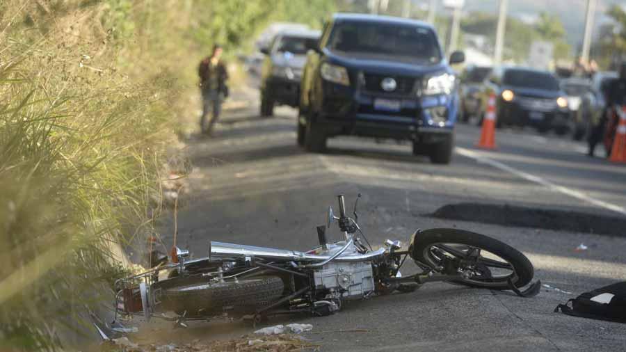 Choque entre camioneta y motocicleta; dos muertos en Martínez de la Torre