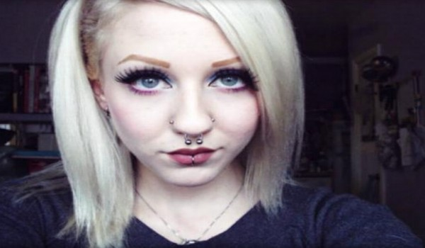 Mujer se operó para lucir como un elfo
