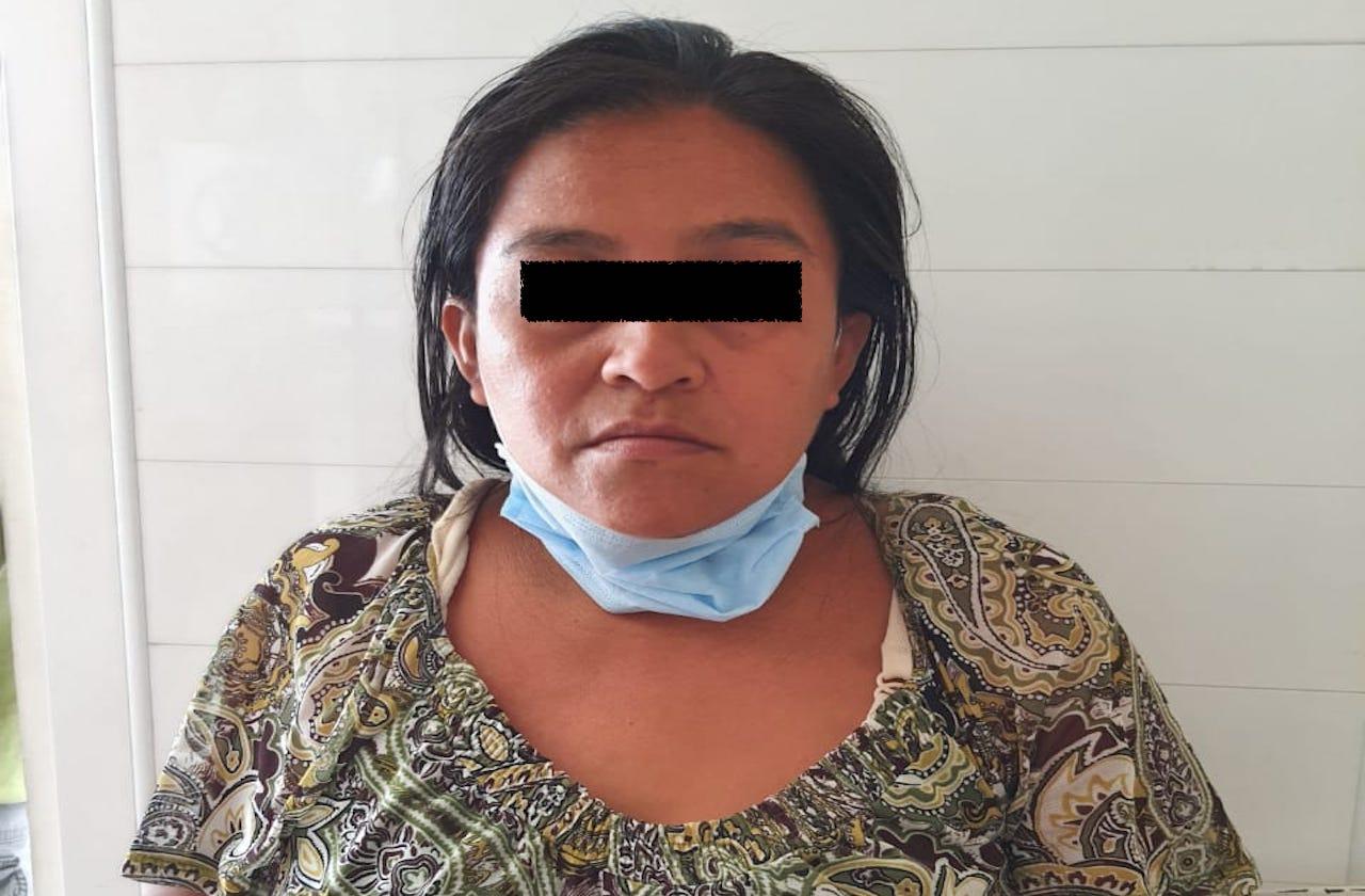 Mujer asesina a su suegra a machetazos y la esconde en letrina