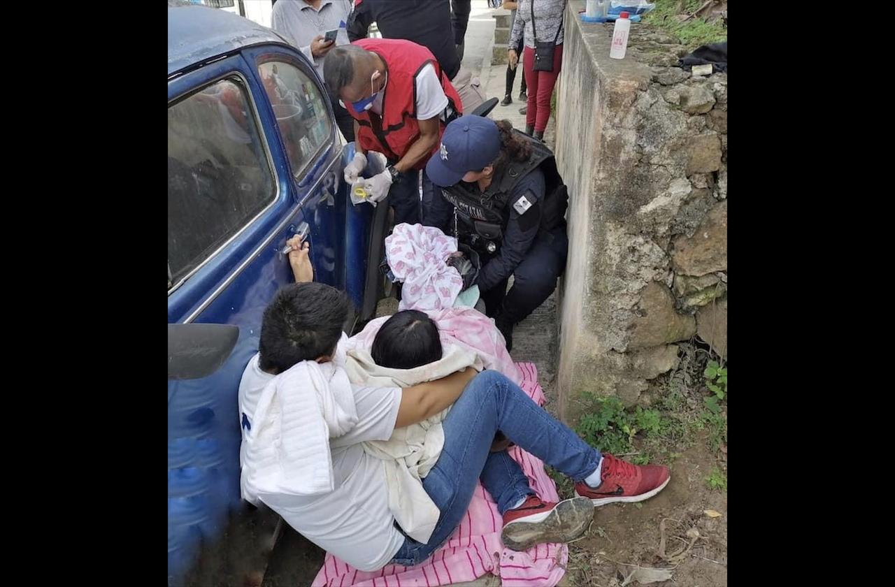 Mujer da a luz en calles de Emiliano Zapata