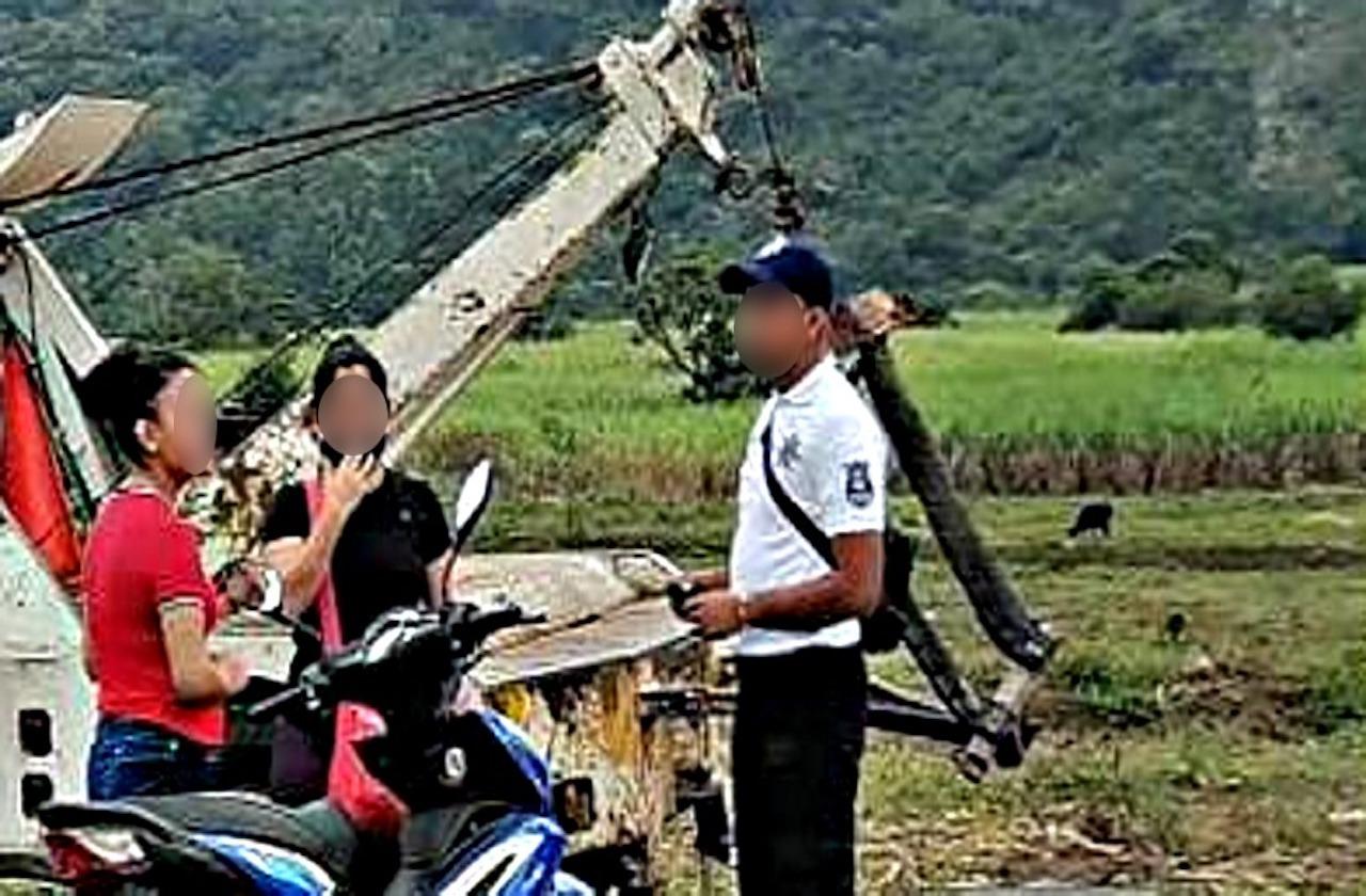 Mujer finge ser esposa de alcalde para evadir multa, en Atoyac
