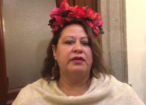 Mujer burla seguridad de AMLO en Palacio Nacional para decirle esto...