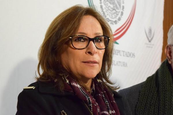 La morenista,Rocío Nahle, ignora títulos de libros de AMLO