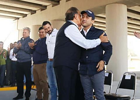 Fernando Yunes se cubre el frío con chamarra de 67 mil pesos