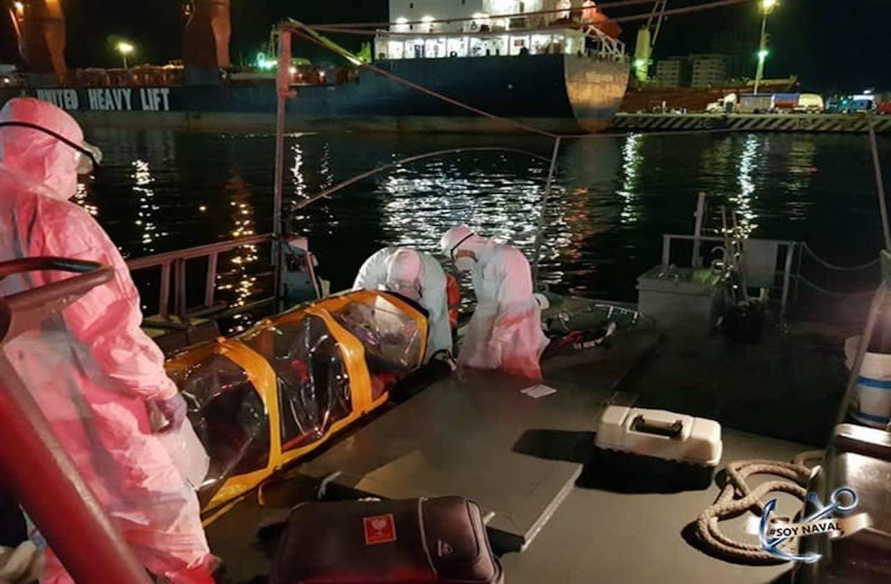 Extraen de buque a paciente con síntomas de covid, en Veracruz