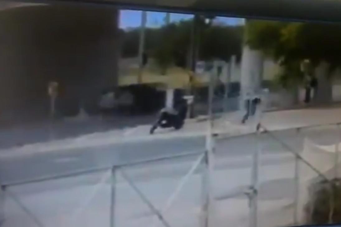 Video: Niño sicario mata a mujer policía por la espalda