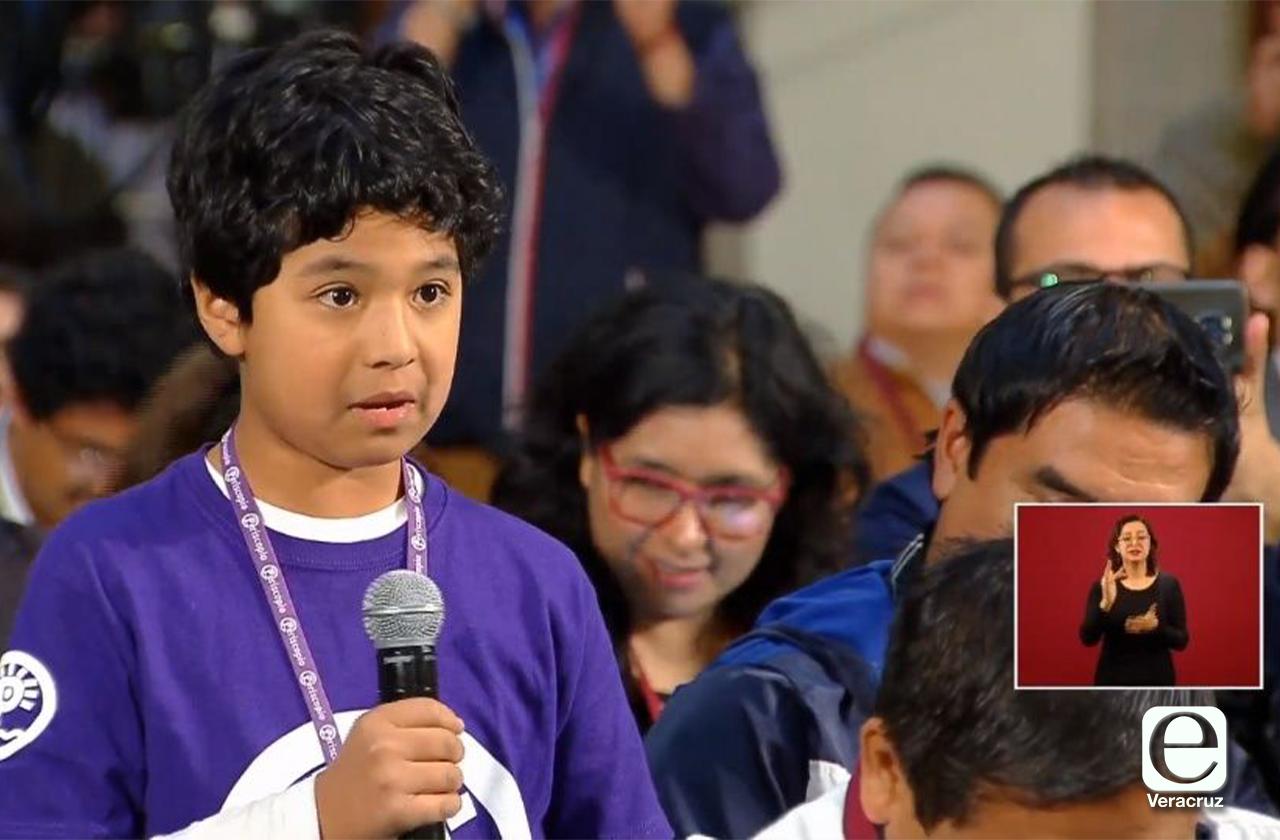 AMLO pide a Cuitláhuac mantener programa radiofónico La Chicharra