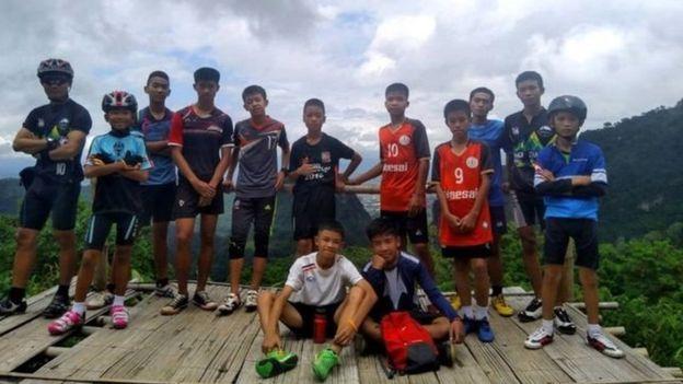 Rescatan a seis de los 12 niños atrapados en Tailandia