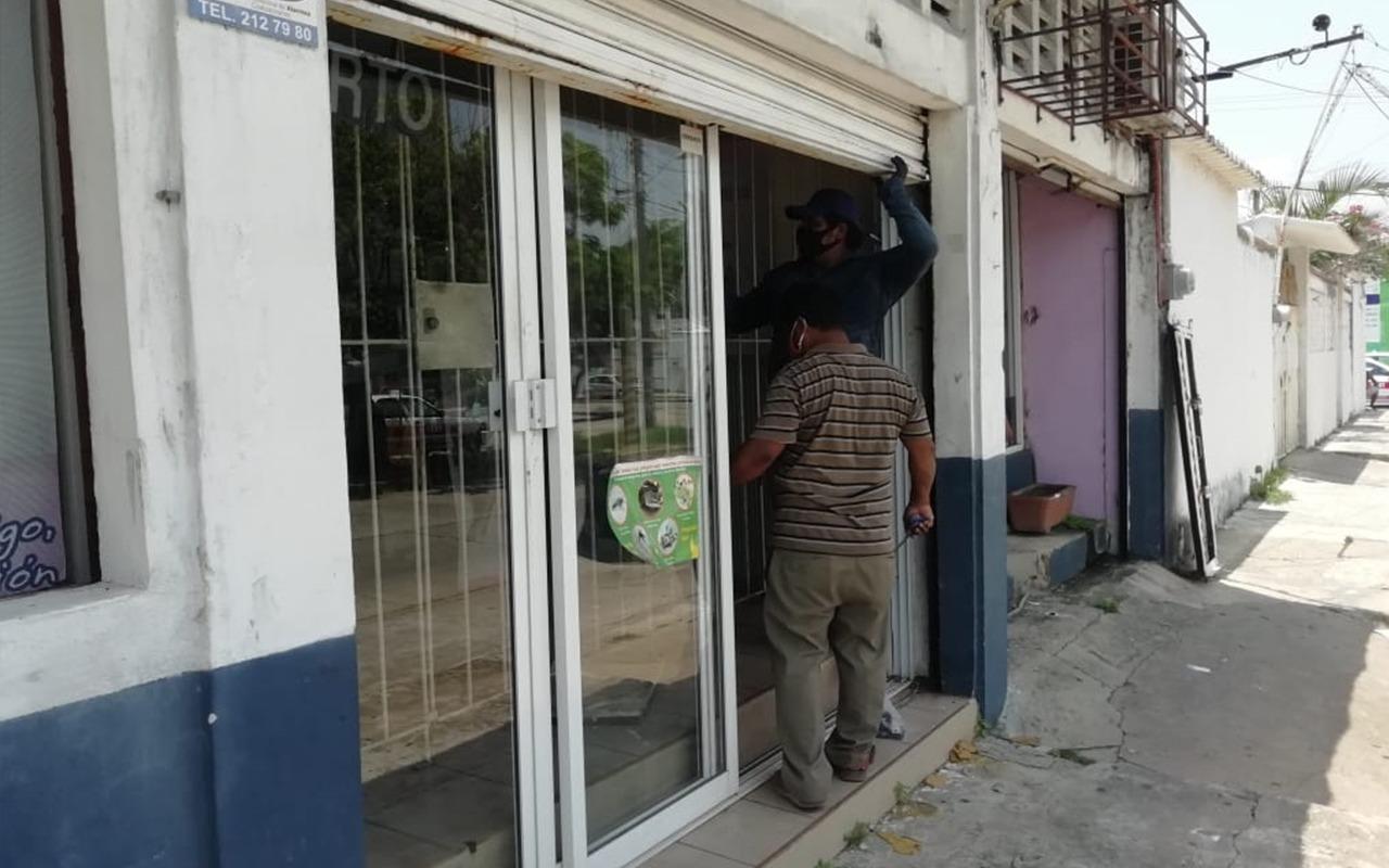 Regresan 'cortinazos' a Coatza; delincuentes atracan veterinaria