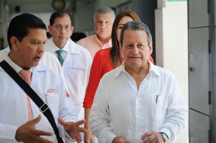 """""""Difícil"""" controlar venta de plazas en sector salud: Benítez"""