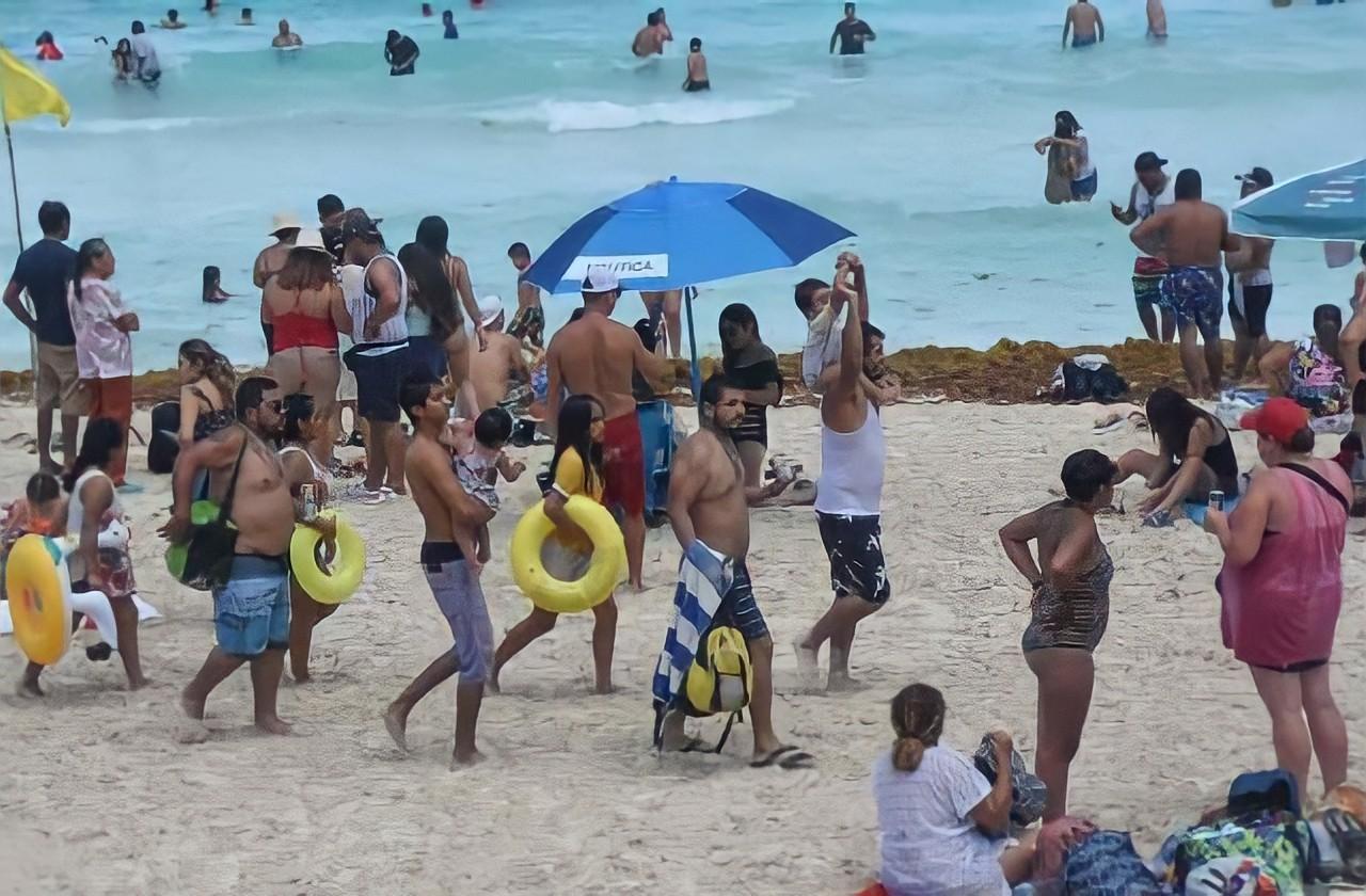 Ofrecen 'paquetes covid' en Cancún para turistas contagiados