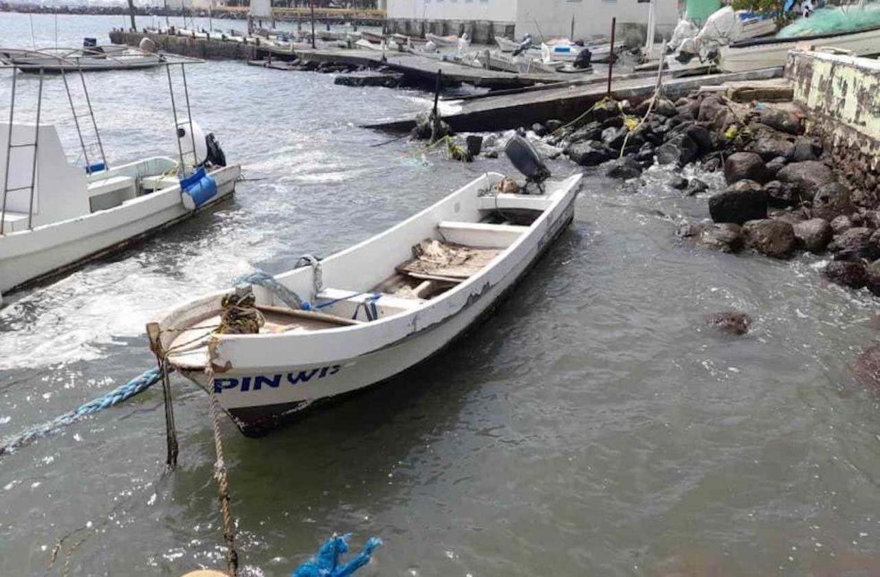 Fuerte oleaje daña embarcaciones, en Veracruz puerto
