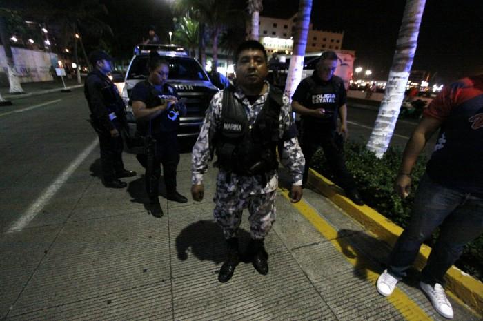 Reporteros y visitantes retenidos por policía Naval y Semar en Veracruz