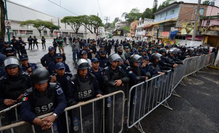 """""""No somos reos"""": maestros de Veracruz frente a operativo de seguridad"""