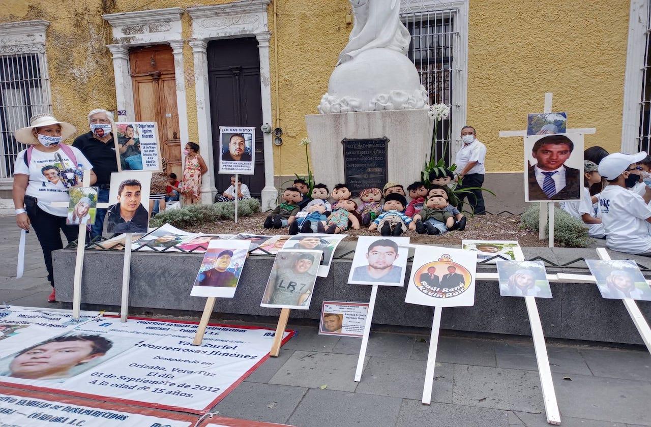 Oran madres de desaparecidos para seguir su búsqueda, en Orizaba