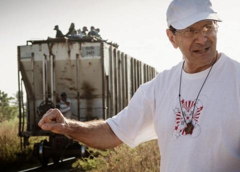 Migrantes sí fueron presionados para no avanza a la frontera: Padre Solalinde