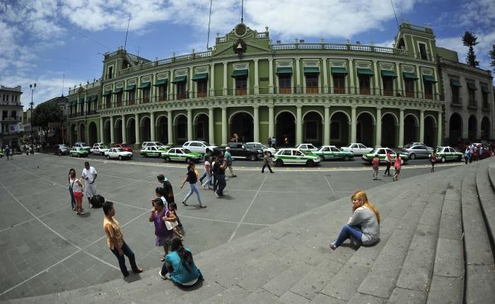 Yunes Linares propone reestructurar deuda a plazo de 50 años